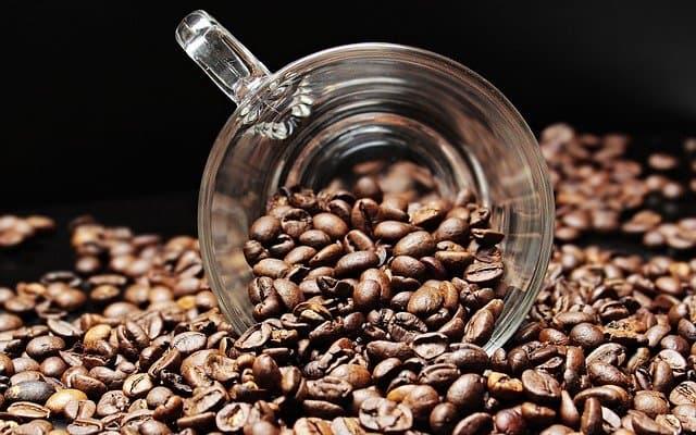 Kofeina – ile jest jej w kawie i jak dziala