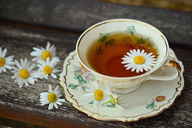Czy herbata pobudza
