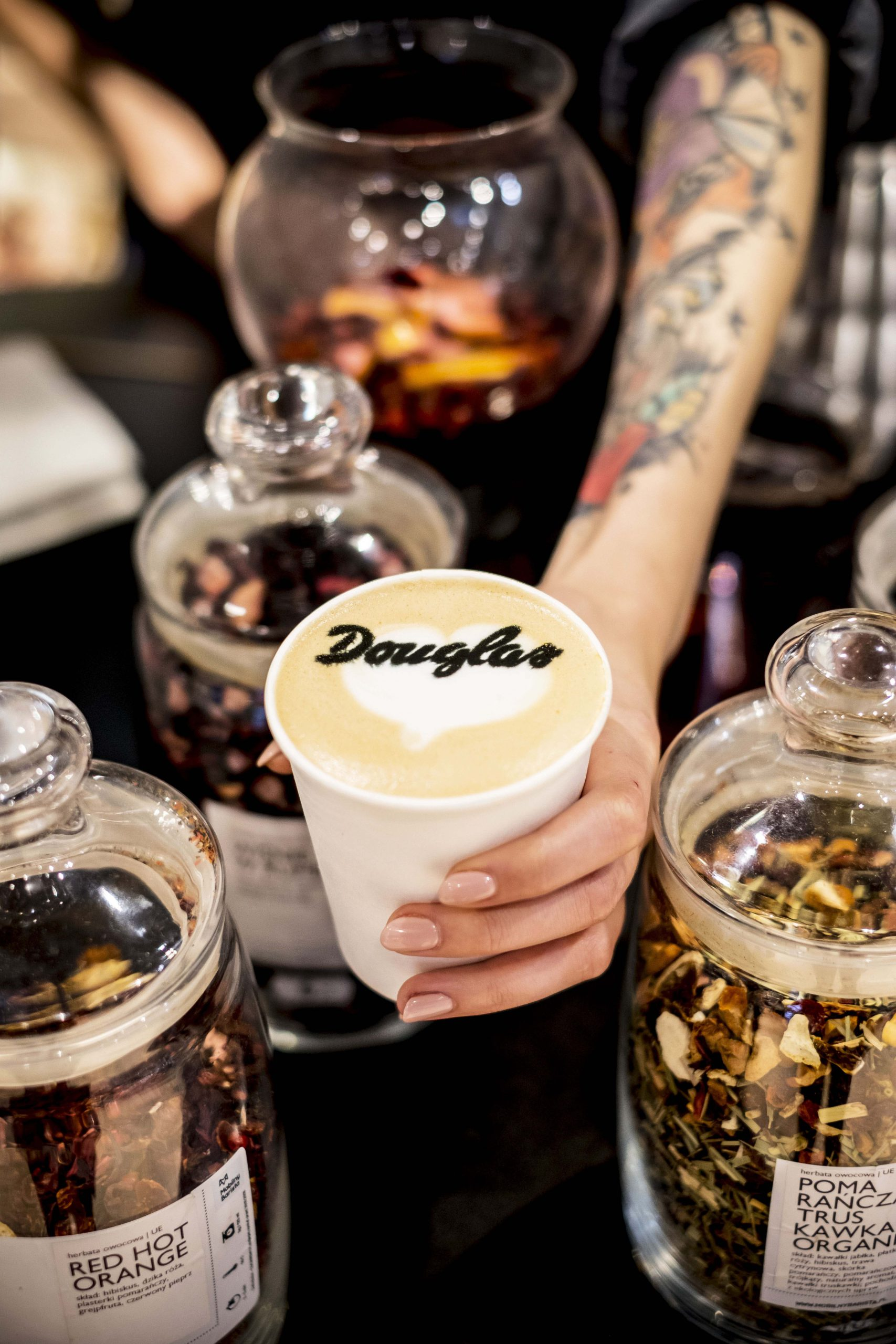 swiezo mielona kawa na otwarcie sklepu douglas