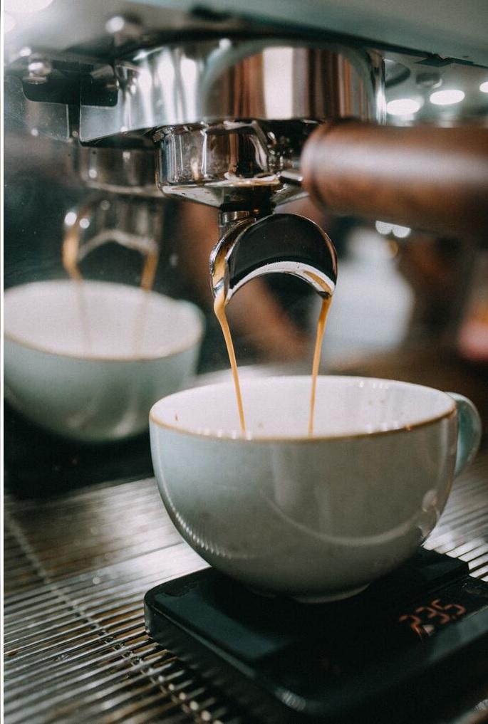 swiezo zaparzana kawa z ekspresu